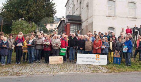 68 ehemalige VERO Mitarbeiter waren gekommen für Dreharbeiten des mdr. Die Meisten hatten kleine oder große Erinnerungsstücke mitgebracht. / Foto: Dietmar Hösel